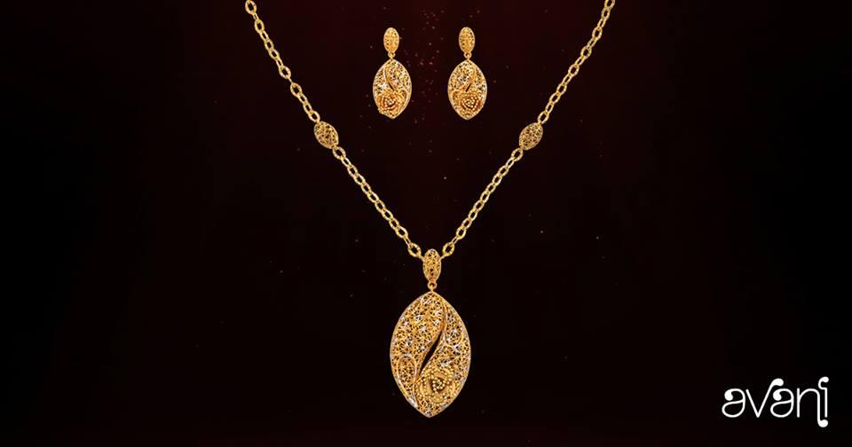 مجموعة ذهبية فاخرة من الذهب المرصع بالألماس من المجموعة افاني